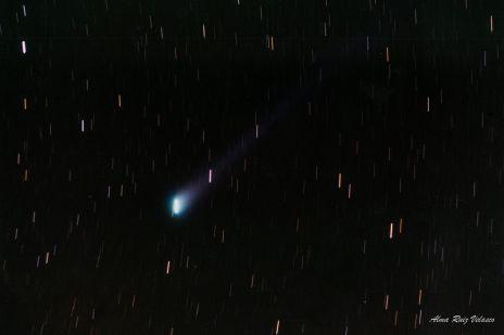 Foto que tomé del cometa Hyakutake el 23 de Marzo de 1996 con una cámara Pentax asahi de 35 mm. Usé una película kodak iso 400 y una exposición de 3 minutos.