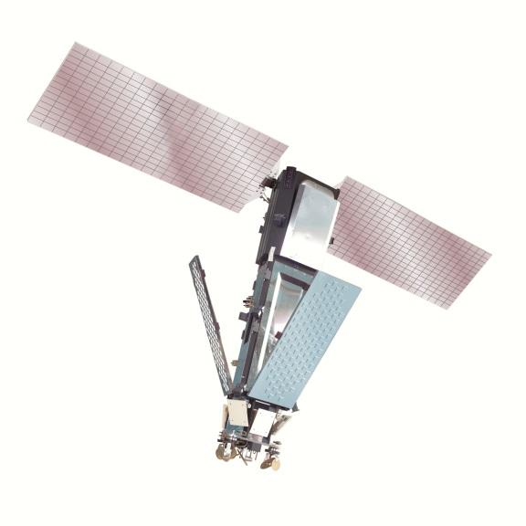 Modelo de un satélite Iridium. Aparte de los paneles solares que dan energía al satélite (en rosa), la superficie lisa de las antenas (en azul) es altamente reflejante.  Imagen cortesía de Iridium Communications Inc.