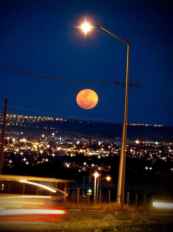 La superluna del 19 de Marzo del 2011. Imagen cortesía de Lolas fotoarte.