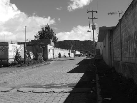 Texmalaquilla, Puebla. Al fondo nuestro vehículo todo terreno, especial para subir las laderas del volcán.