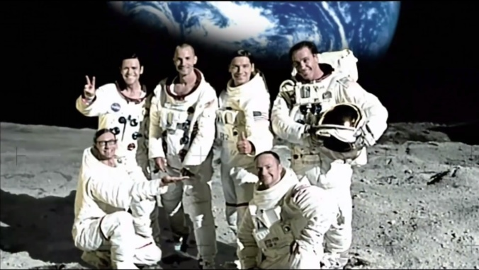 Rammstein en la Luna. Instantanea tomada del video Amerika