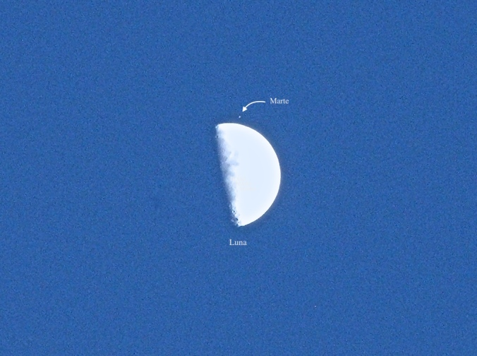 La Luna a punto de ocultar a Marte el 5 de julio del 2014.